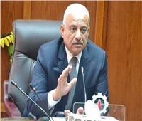 محافظ السويس يناقش المشروعات الرياضية مع وزير الشباب