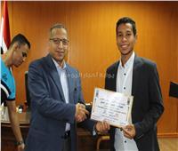 جامعة الأقصر تكرم طلبة «الحاسبات» لحصولهم على ميداليات بنك القدرات المتميزة