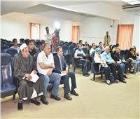 محافظ أسيوط يلتقي فريق عمل مبادرة «حياة كريمة» لإعمار 60 قرية