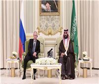 بالصور والفيديو.. بوتين يلتقي بن سلمان خلال زيارته للسعودية