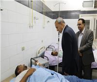محافظ قنا يوجه بتوفير الرعاية الطبية لمصابي حادث انقلاب أتوبيس سياحي