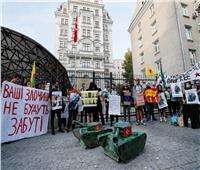 احتجاجات أمام السفارة التركية بأوكرانيا تنديدًا بالعدوان على سوريا