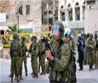 الاحتلال الإسرائيلي يصيب مواطنا فلسطينيا ويعتقل 13 شخصا