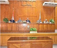محافظ أسيوط يعقد جلسة حوار مجتمعي مع المواطنين