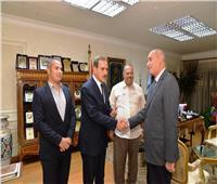 محافظ أسيوط يُكرم رئيس مدينة «ديروط» لدوره المتميز خلال فترة عمله