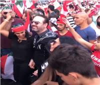 شاهد  وائل جسار يشارك في احتجاجات لبنان برقصة دبكة