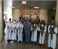 محافظ أسوان يستقبل المشاركين في احتفال تعامد الشمس على وجه رمسيس الثاني