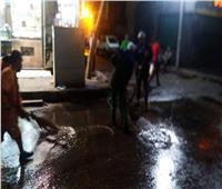 صور | حي باب الشعرية يواصل شفط مياه الأمطار