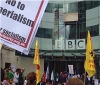 تظاهرات أمام مقر «B B C» في لندن رفضًا لسياسات القناة