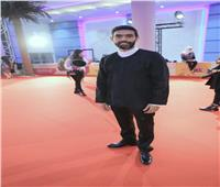 صور  عمرو عابد يتألق على السجادة الحمراء بافتتاح «أيام قرطاج»