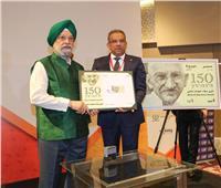 «البريد» تصدر طابعا تذكاريا بمناسبة مرور 150 عاما على ميلاد «غاندي»