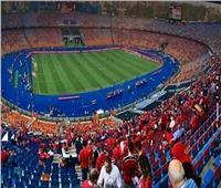 المنتخب الأوليمبي يتابع مباراة غانا والكاميرون من الملعب