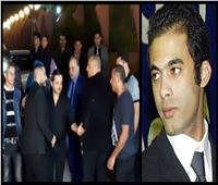 صور| لحظة وصول تامر حسني لعزاء هيثم أحمد زكي