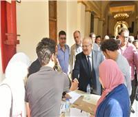 صور| رئيس جامعة القاهرة يتفقد إعادة الانتخابات الطلابية بالكليات