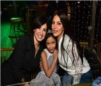صور| آمل رزق وغادة إبراهيم يحتفلان بعيد ميلاد ابنة هاني عبد ربه