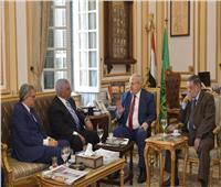 رئيس جامعة القاهرة يستقبل زاهي حواس لإلقاء محاضرة عن توت عنخ آمون