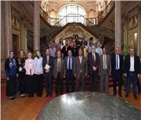 نائب رئيس جامعة عين شمس يكرم الطلاب الحاصلين على الجوائز الدولية
