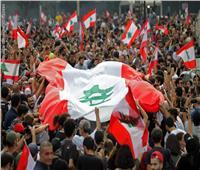 احتجاجات لبنان.. شاب يطلق النار عشوائيًا في الشارع وسيارة توزع أسلحة| فيديو