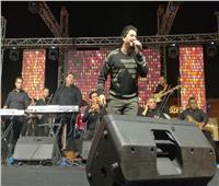 صور| مصطفى حجاج يُشعل حماس الجمهور بالقاهرة الجديدة بـ«خطوة»