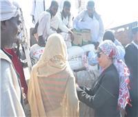 2500 بطانية و5 طن مواد غذائية مساعدات لمتضرري السيول بمدينة حلايب