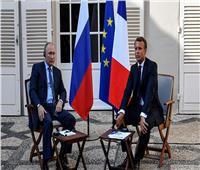 وكالة إنترفاكس: بوتين وماكرون بحثا عبر الهاتف قمة للسلام في أوكرانيا