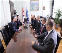 محافظ أسوان يوقع مذكرة توأمة مع عمدة مدينة «أوجتسا» الصربية