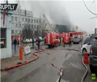 شاهد| المطافئ تسيطر على حريق مساحته 600 متر مربع في موسكو