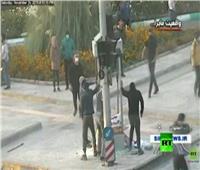 فيديو| محتجون يقومون بأعمال شغب وتخريب في شوارع إيران