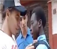 الأمن يتوصل لموقع حادثة التنمر على طالب أفريقي.. وإحالة المتهمين للنيابة