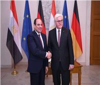 صور| الرئيس السيسي يلتقي نظيره الألماني ببرلين