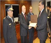 مدير أمن القاهرة يكرم رئيس مباحث «المعصرة»