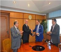 جامعة الفيوم توقع بروتوكول تعاون مع نقيب الإعلاميين
