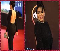 فيديو و صور| رانيا يوسف تخطف الأنظار بإطلالة «محتشمة» في افتتاح «القاهرة السينمائي»