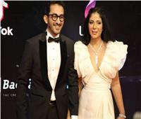 صور| أحمد حلمي ومنى زكي يتألقان على السجادة الحمراء بمهرجان القاهرة السينمائي