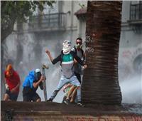 اشتباكات عنيفة بين المتظاهرين والشرطة في عاصمة تشيلي