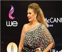 فيديو | يسرا تخطف الأنظار بإطلالة أنيقة بمهرجان القاهرة السينمائي