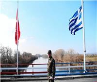 اليونان تطالب تركيا بوقف الابتزاز بملف المهاجرين
