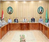 محافـظ المنوفية  يلتقي بأعضاء البرلمان والأجهزة التنفيذية لبحث سبل الارتقاء بالخدمات