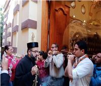 رفات القديسة تريزا يصل إلى كنيسة مار أنطونيوس الكلدانية بالظاهر