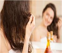 أهمها حمايته من التساقط.. فوائد حمام «الزيت الساخن» للشعر