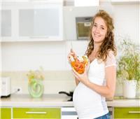 تعرفي علي الأطعمة المناسبة والمحظورة أثناء الحمل
