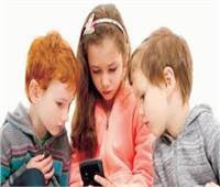 دراسة : طفل من بين كل أربعة مدمنون «هواتفهم الذكية»