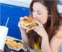 دراسة: تناول المراهقين للوجبات السريعة يجعلهم أكثر عرضة للاكتئاب