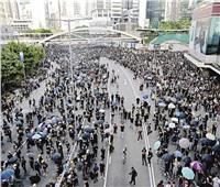 شرطة هونج كونج تحث المحتجين على السلمية قبل مسيرة ضخمة