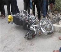 إصابة «توأم» في انقلاب دراجة بخارية بقنا