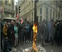 شاهد| محتجون يشعلون فرنسا بإضراب عام ضد إصلاحات ماكرون