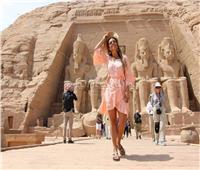 صور| إطلالة مميزة للمذيعة الشهيرة «جرازيللي كاميلليري» بمواقع أثرية