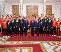 الرئيس يمنح وسام الرياضة لأبطال الاسكواش والقدم والكاراتيه