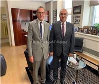 رئيس جامعة أسيوط يعقد اجتماعا مع نائب رئيس جامعة شيكاغو لبحث التعاون المشترك