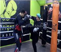 فيديو| «الرياضة ملهاش سن»...  سيدة تتعلم الـ«كيك بوكسنج» في الـ 46 من عمرها
